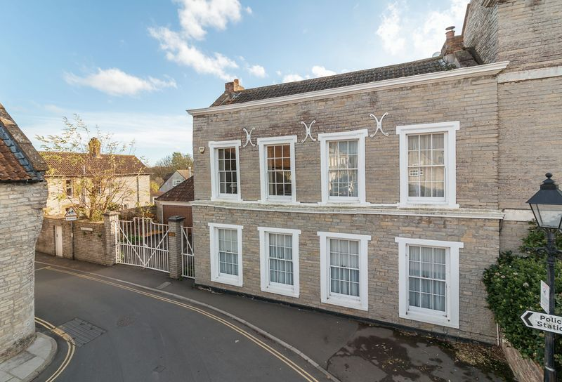 5 bed house for sale in Market Place, Somerton - Property Image 1