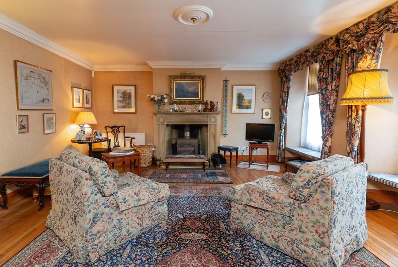 5 bed house for sale in Market Place, Somerton  - Property Image 2