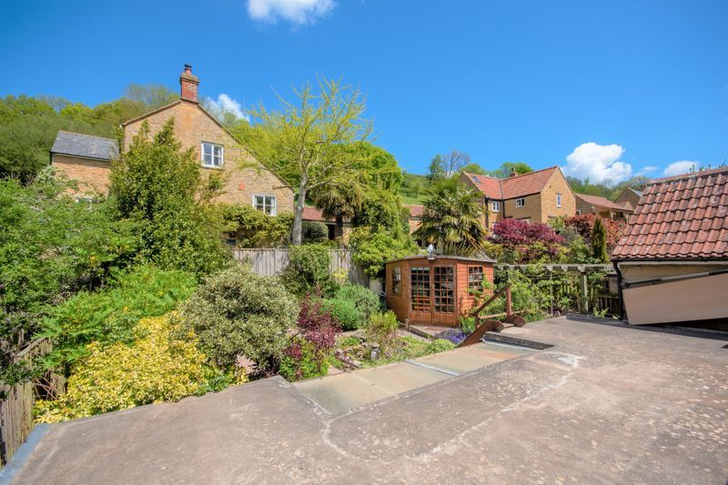 2 bed cottage for sale in Chiselborough  - Property Image 2