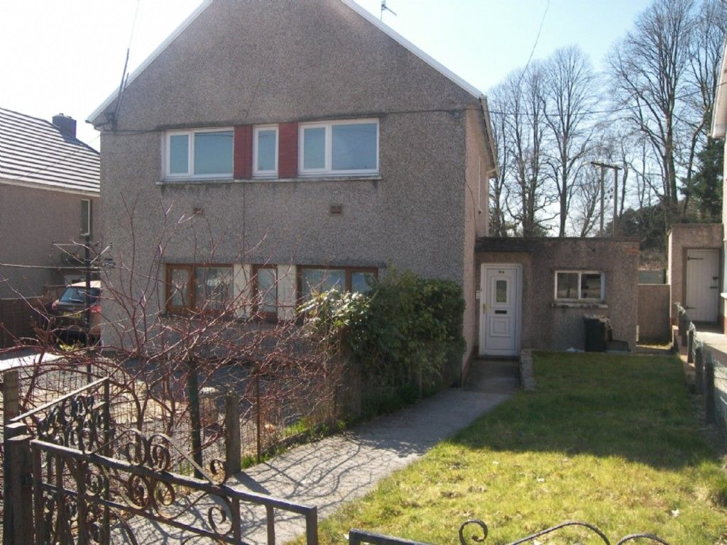 2 bed flat to rent in Nant Hir, Glynneath, Neath 1
