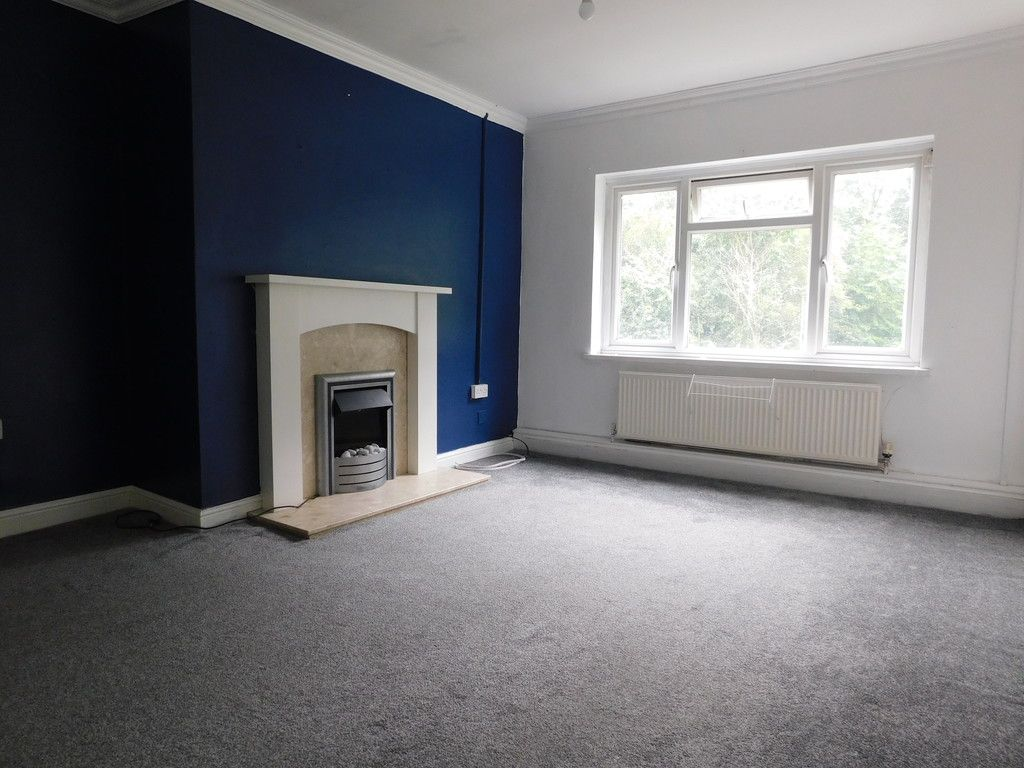 2 bed flat to rent in Nant Hir, Glynneath, Neath 2