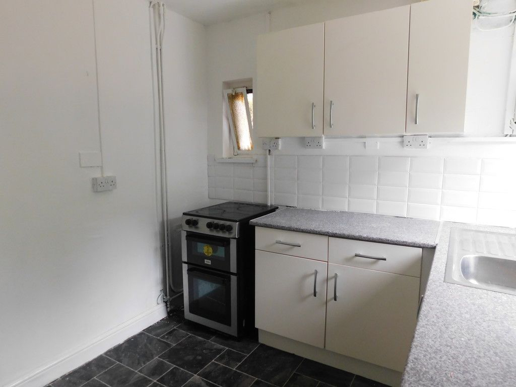 2 bed flat to rent in Nant Hir, Glynneath, Neath 3