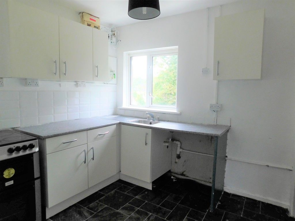 2 bed flat to rent in Nant Hir, Glynneath, Neath 4