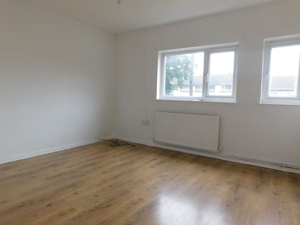 2 bed flat to rent in Nant Hir, Glynneath, Neath 5