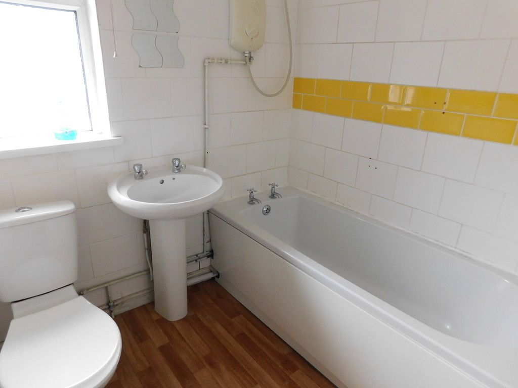 2 bed flat to rent in Nant Hir, Glynneath, Neath 6