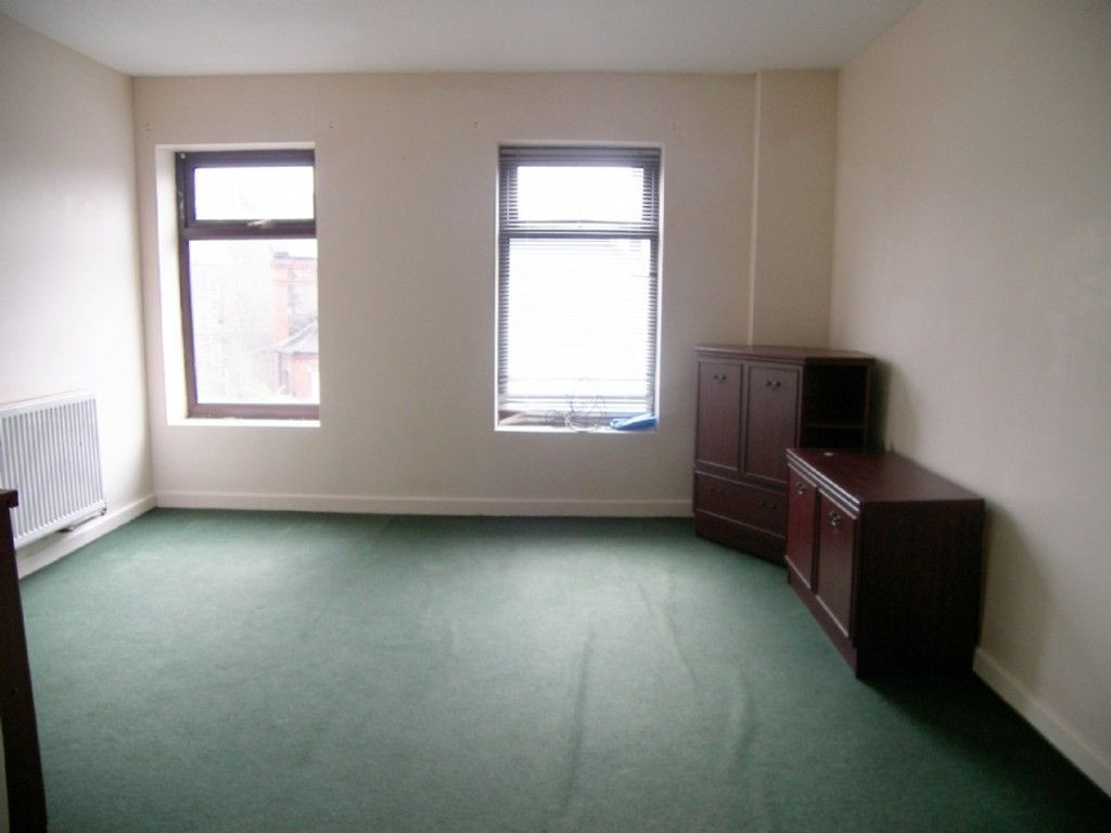 2 bed flat to rent in Hebron Road, Clydach, Swansea