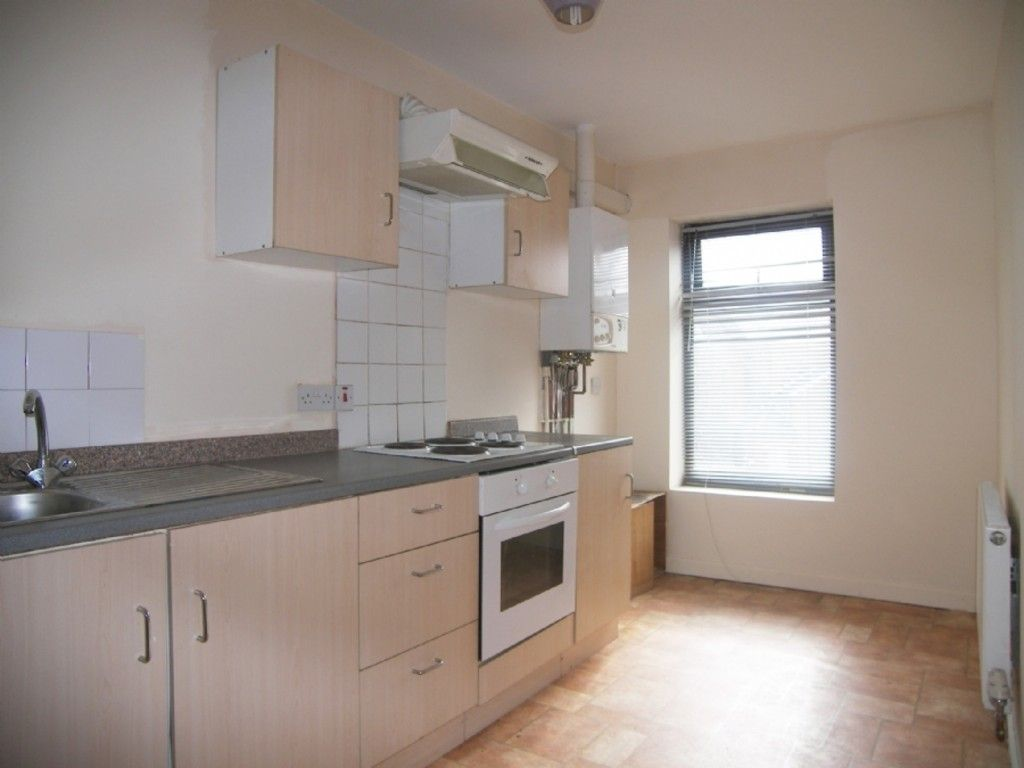 2 bed flat to rent in Hebron Road, Clydach, Swansea 2