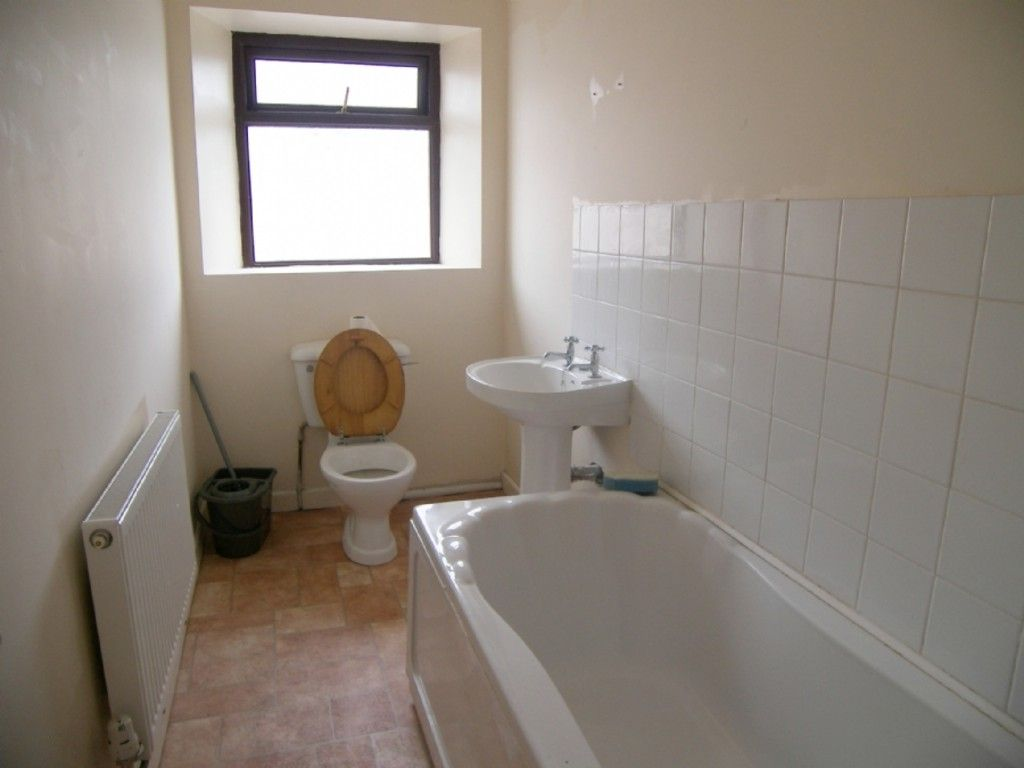 2 bed flat to rent in Hebron Road, Clydach, Swansea 3