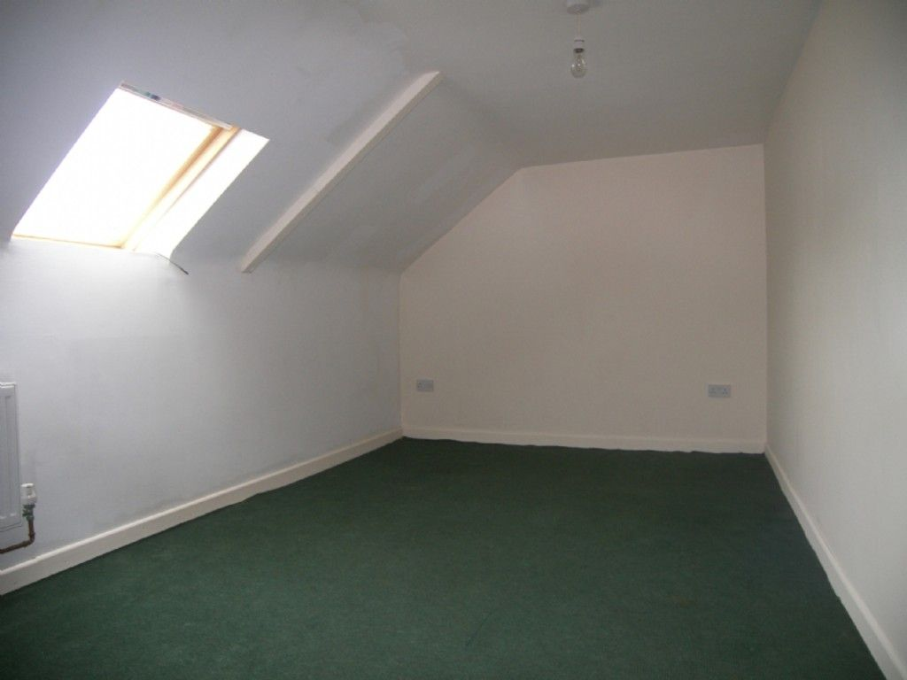 2 bed flat to rent in Hebron Road, Clydach, Swansea 4