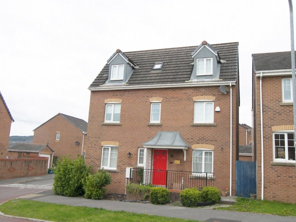 4 bed house to rent in Penrhiwtyn Drive, Neath, SA11