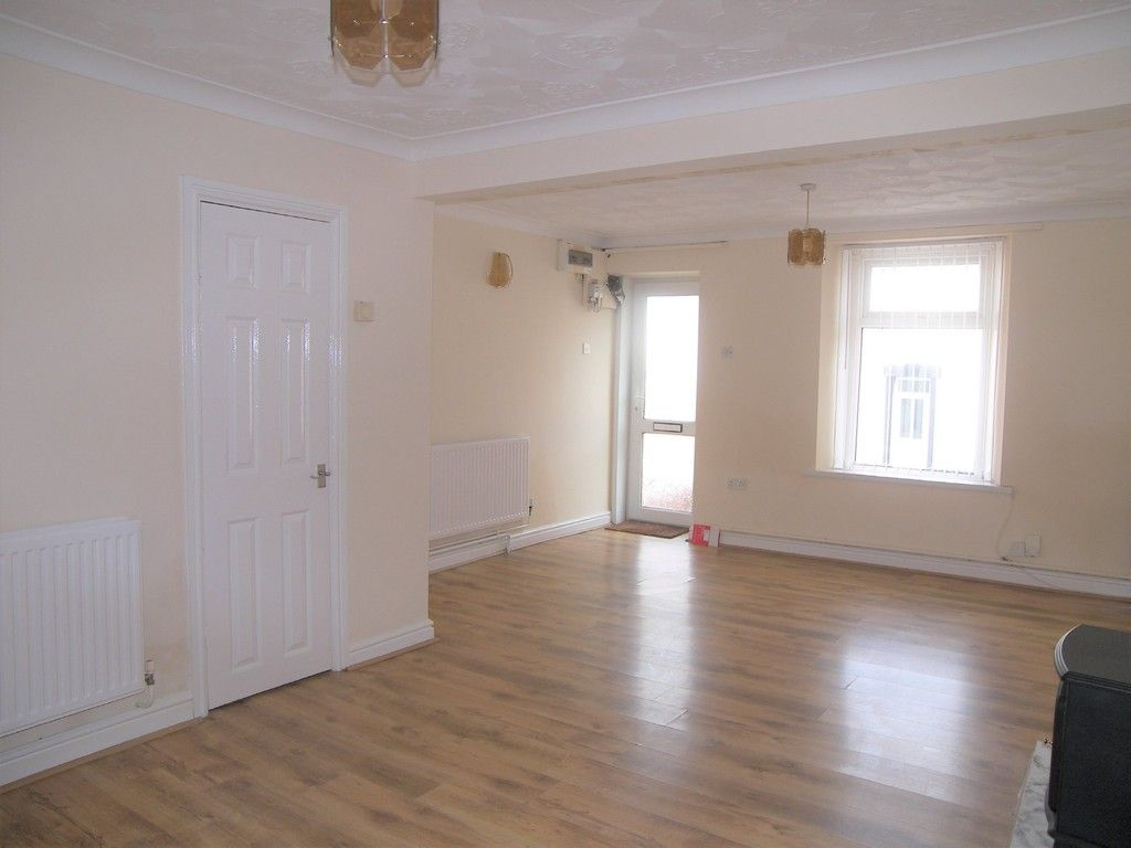 2 bed house for sale in Neath Road, Plasmarl 3