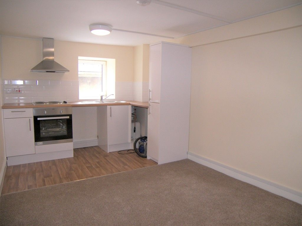 1 bed flat to rent in Croft Road, Neath 2
