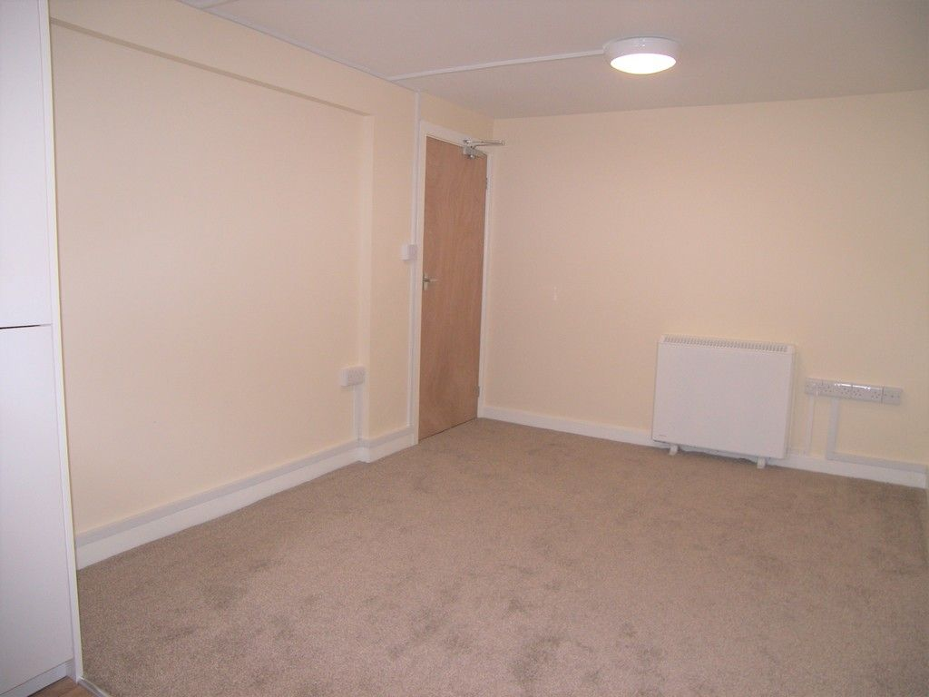 1 bed flat to rent in Croft Road, Neath 3
