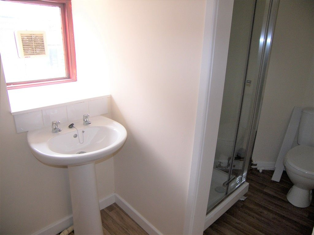 1 bed flat to rent in Croft Road, Neath 5