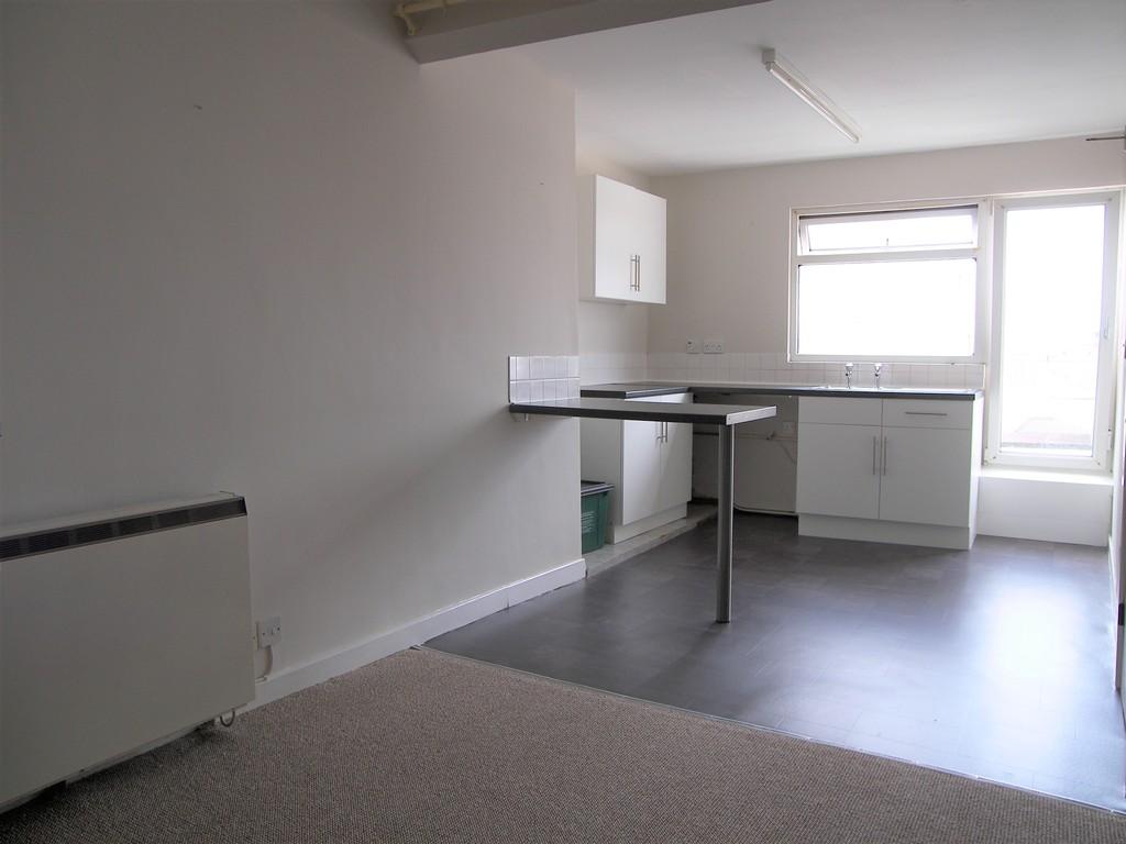 1 bed flat to rent in Queen Street, Neath 2