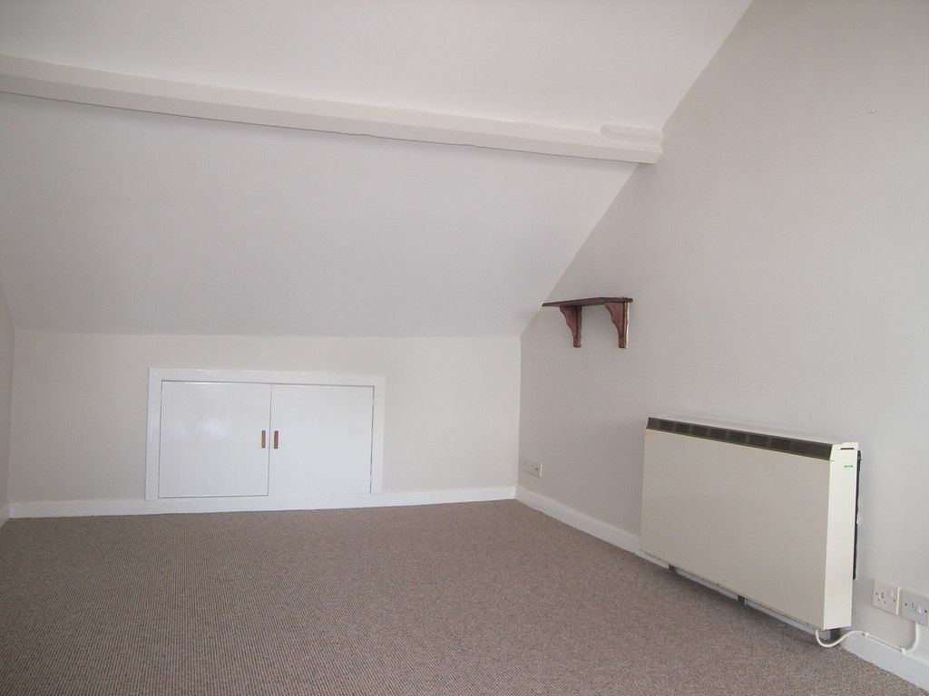 1 bed flat to rent in Queen Street, Neath 4