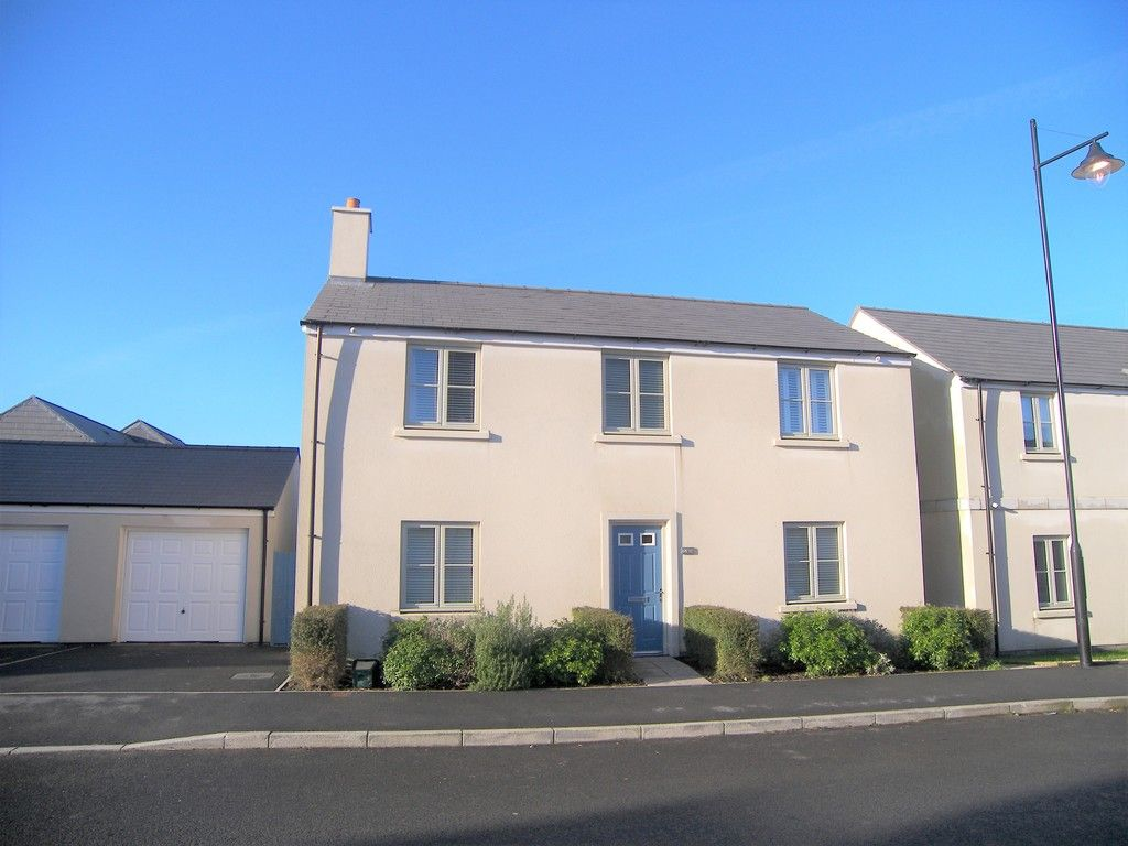 4 bed house for sale in Heathland Way, Llandarcy 1