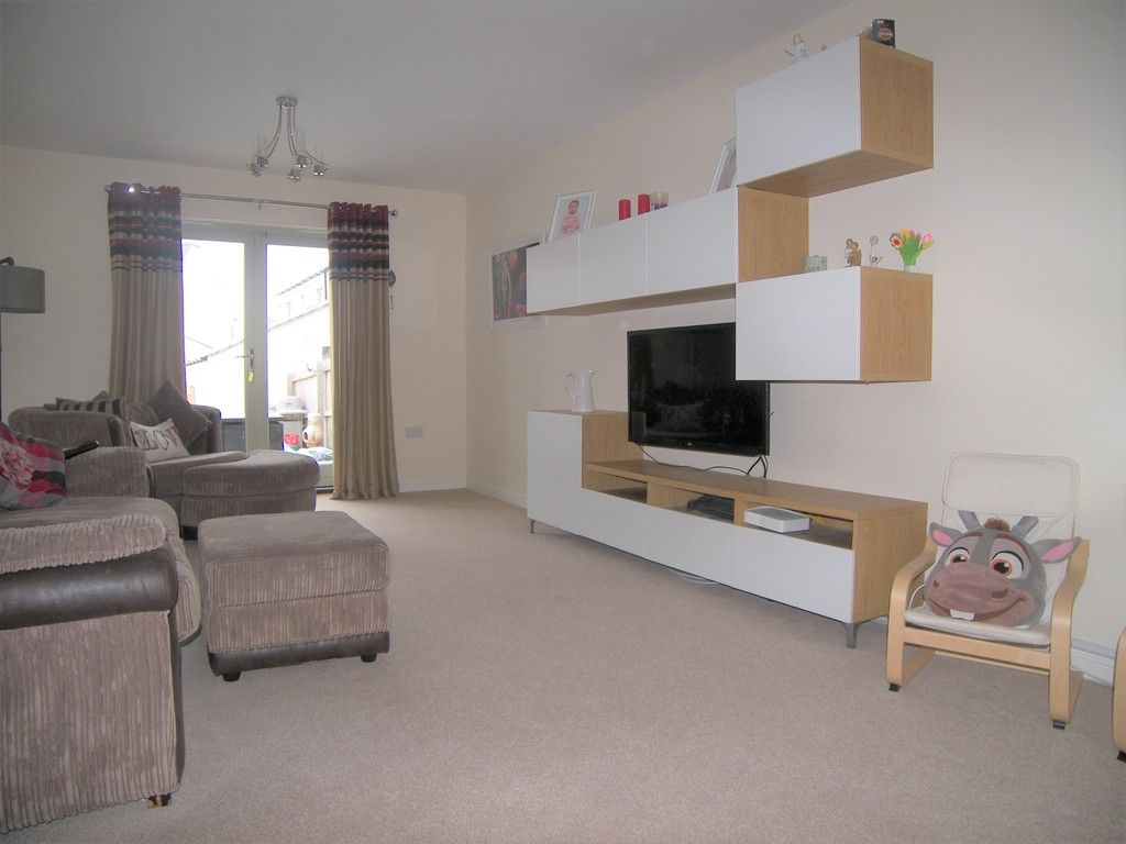 4 bed house for sale in Heathland Way, Llandarcy 3