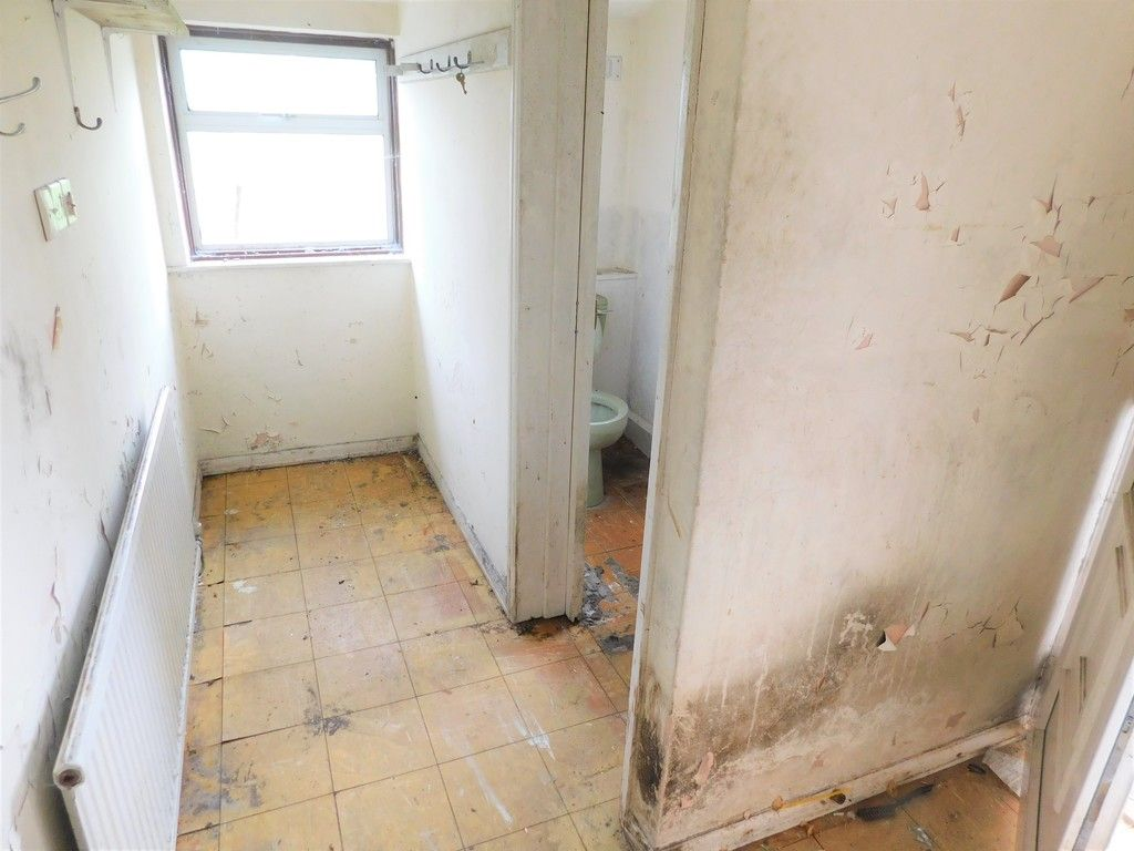3 bed house for sale in Longford Road, Neath 5