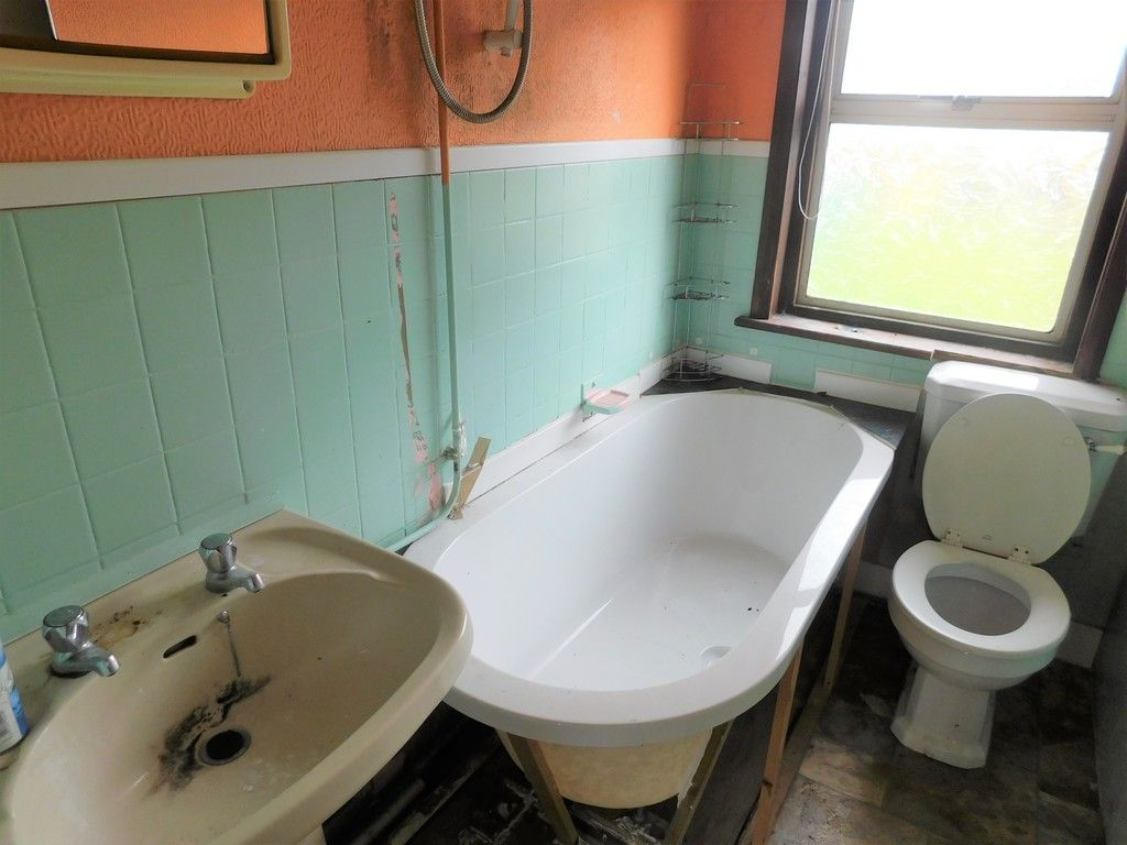 3 bed house for sale in Longford Road, Neath 10