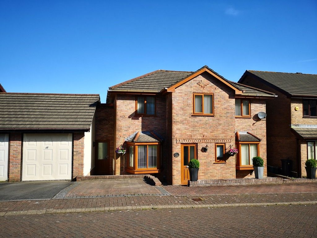 4 bed house for sale in Clos Caegwenith, Tonna, Neath 1