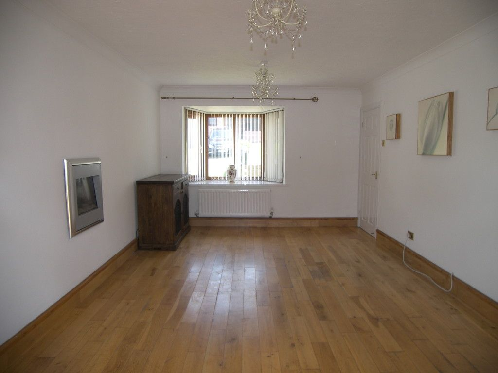 4 bed house for sale in Clos Caegwenith, Tonna, Neath 2