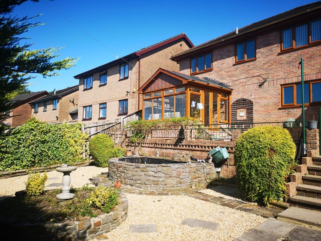 4 bed house for sale in Clos Caegwenith, Tonna, Neath  - Property Image 17