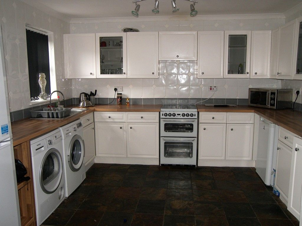 5 bed house to rent  - Property Image 3