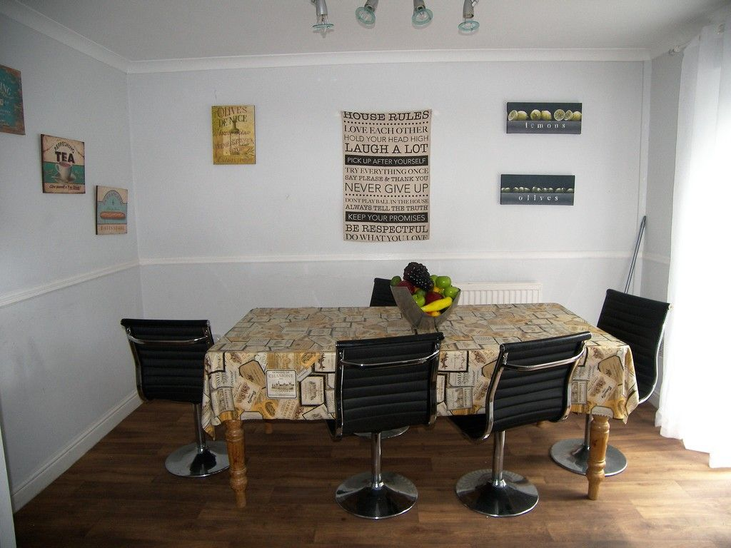 5 bed house to rent  - Property Image 4