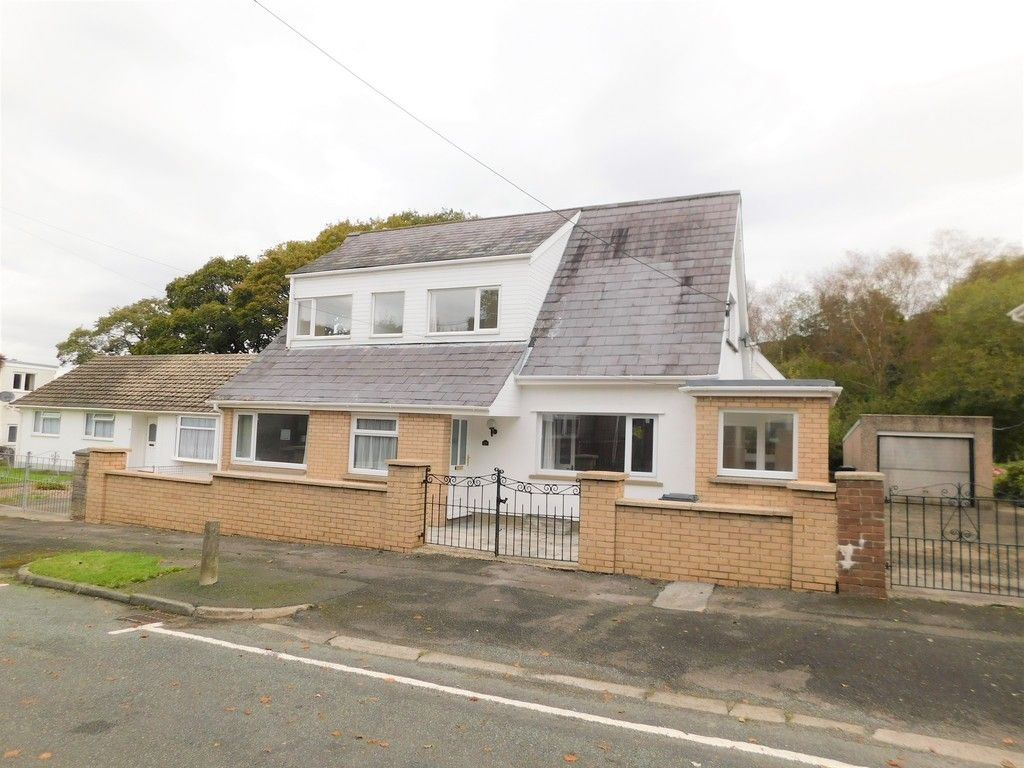 4 bed house for sale in School Road, Crynant, Neath, SA10