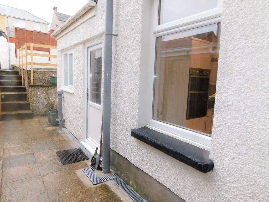 3 bed house for sale in Llantwit Road, Neath 18