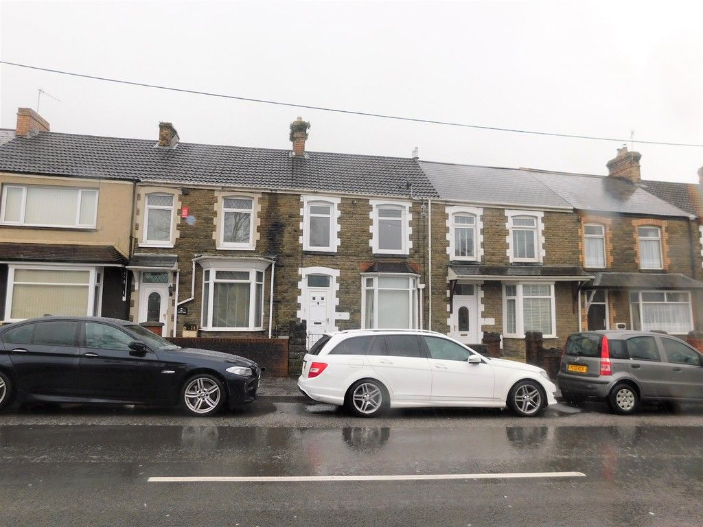 3 bed house to rent in Cimla Road, Neath, SA11