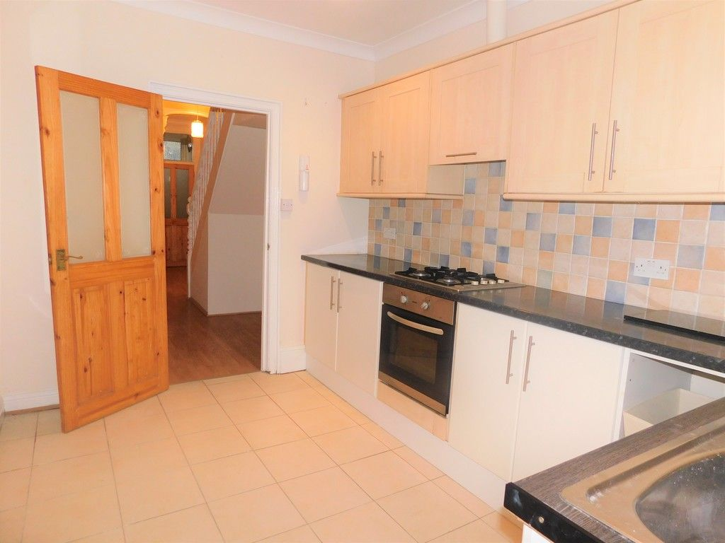 3 bed house to rent in Cimla Road, Neath 5