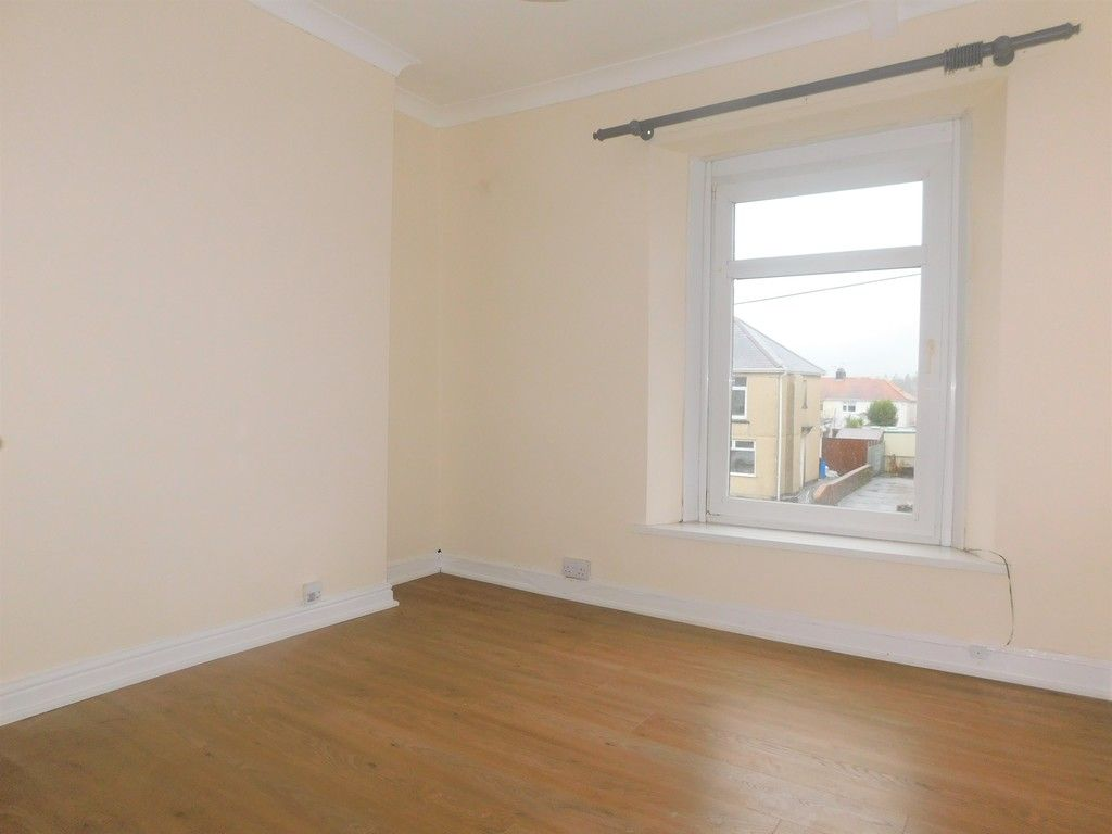 3 bed house to rent in Cimla Road, Neath 10