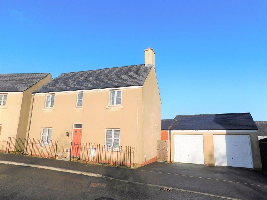 4 bed house for sale in Pen Y Graig, Llandarcy, Neath  - Property Image 1