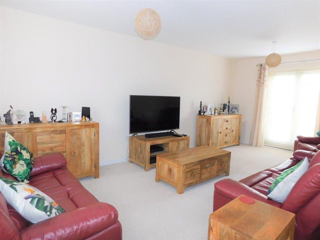 4 bed house for sale in Pen Y Graig, Llandarcy, Neath 2