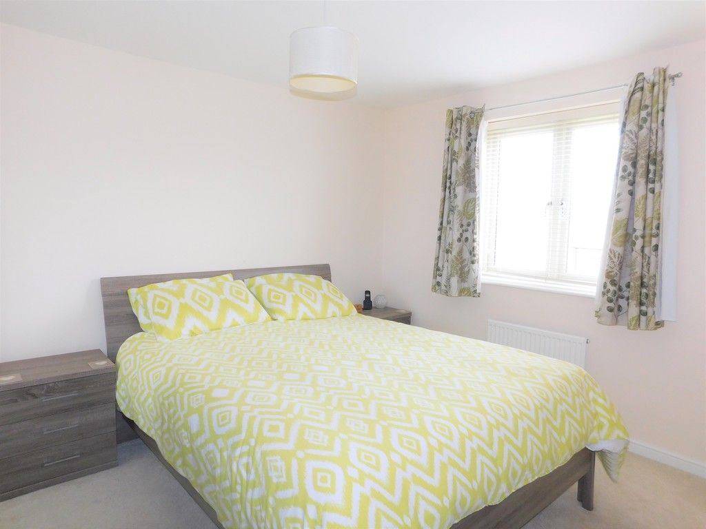 4 bed house for sale in Pen Y Graig, Llandarcy, Neath 11