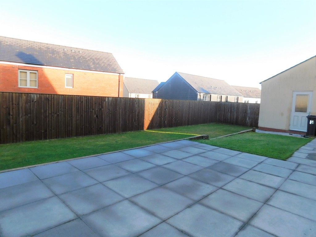 4 bed house for sale in Pen Y Graig, Llandarcy, Neath  - Property Image 17