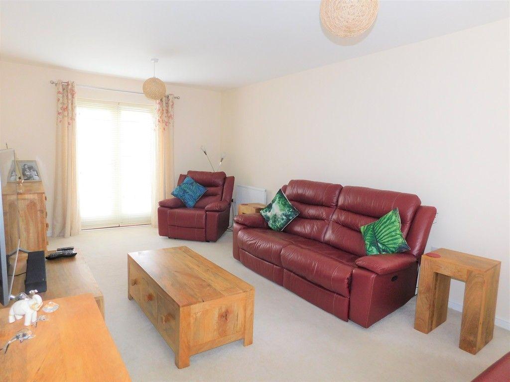 4 bed house for sale in Pen Y Graig, Llandarcy, Neath 3
