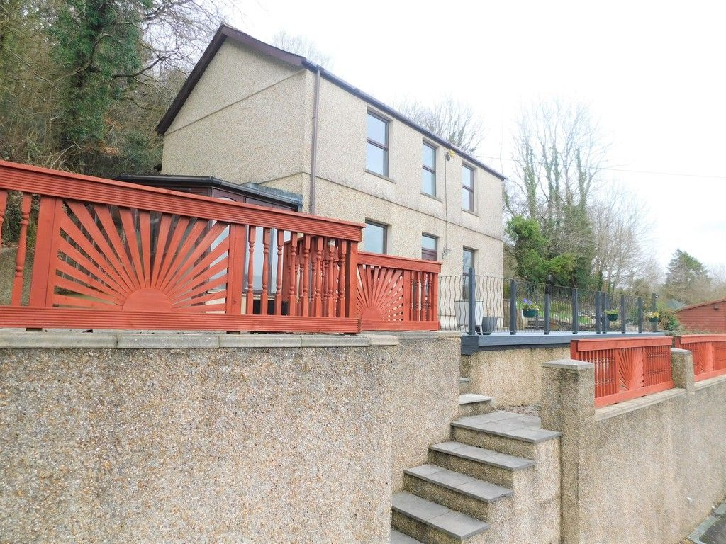 4 bed house for sale in Davies Road, Pontardawe, Swansea