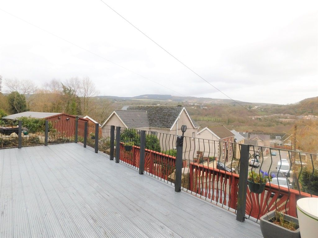 4 bed house for sale in Davies Road, Pontardawe, Swansea  - Property Image 16