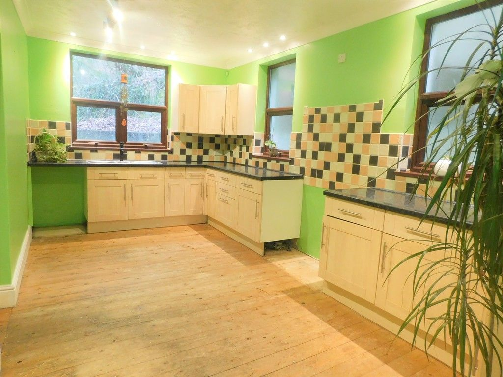 4 bed house for sale in Davies Road, Pontardawe, Swansea  - Property Image 3