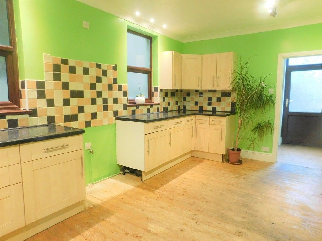 4 bed house for sale in Davies Road, Pontardawe, Swansea  - Property Image 4