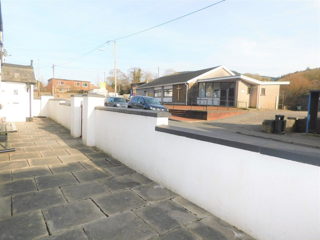 4 bed house for sale in Neath Road, Resolven, Neath 32