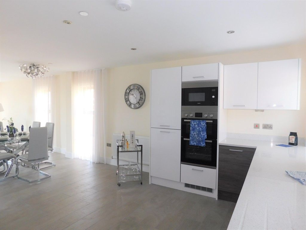 4 bed house to rent in Langdon Road, Swansea 5