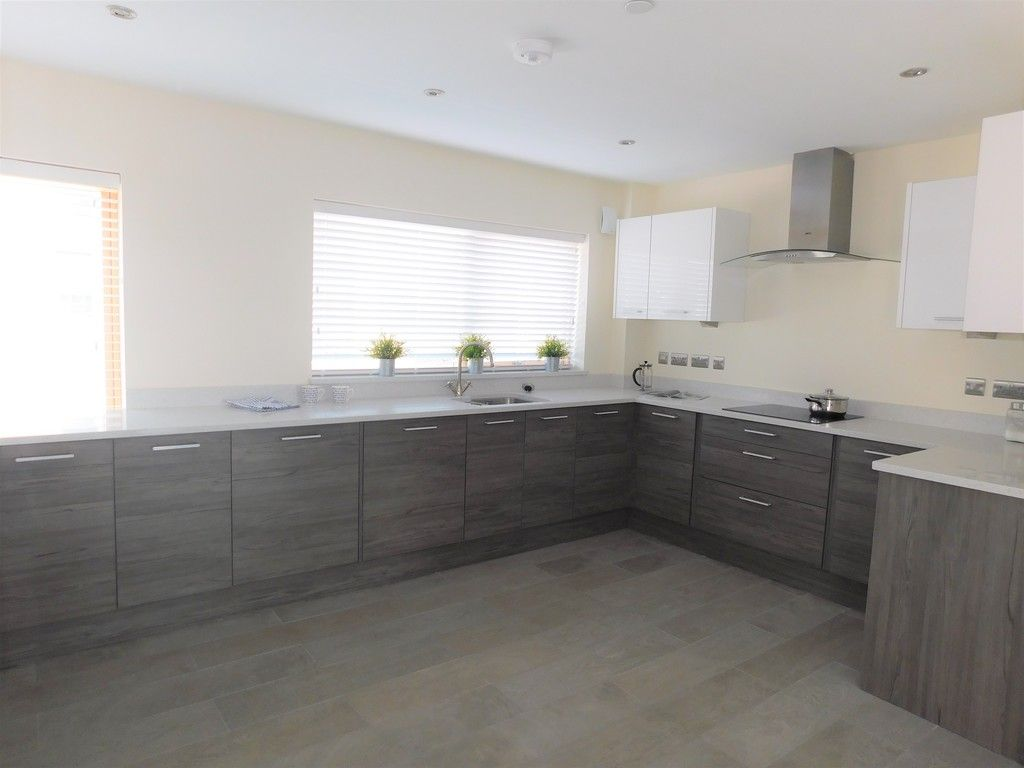 4 bed house to rent in Langdon Road, Swansea 6