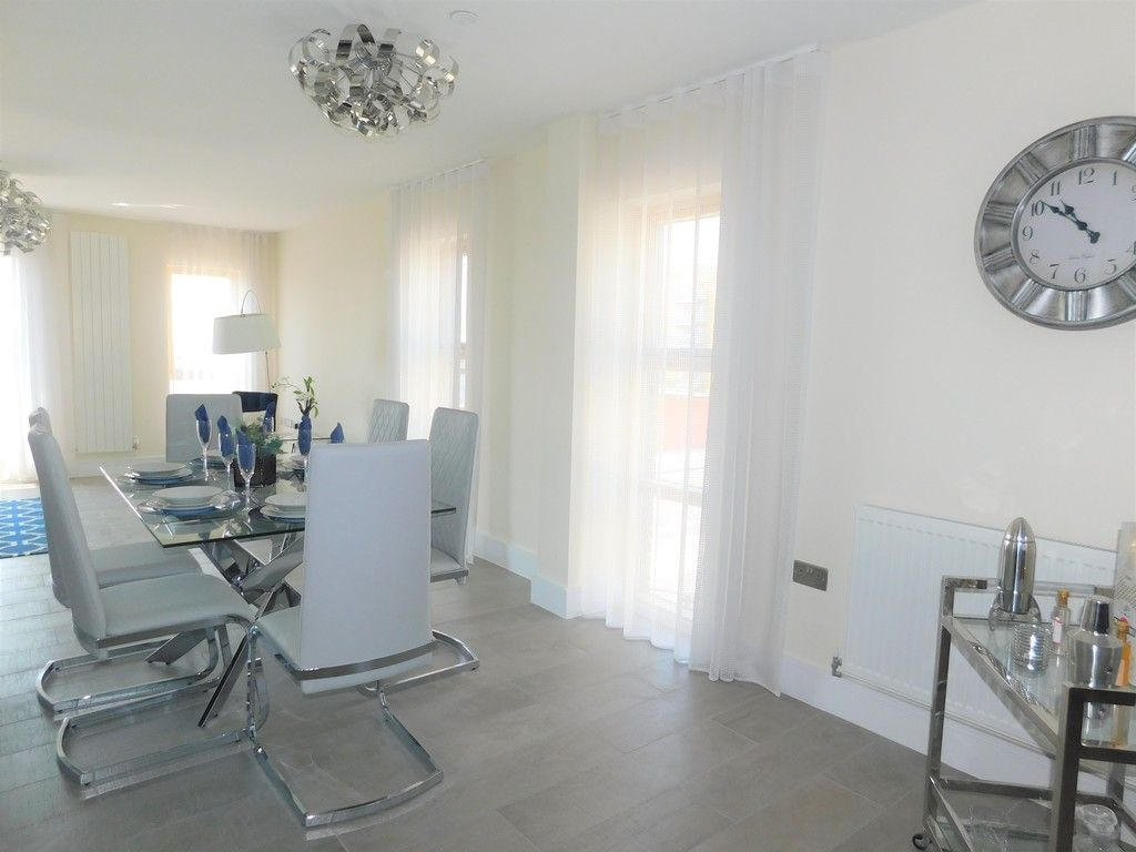 4 bed house to rent in Langdon Road, Swansea 7