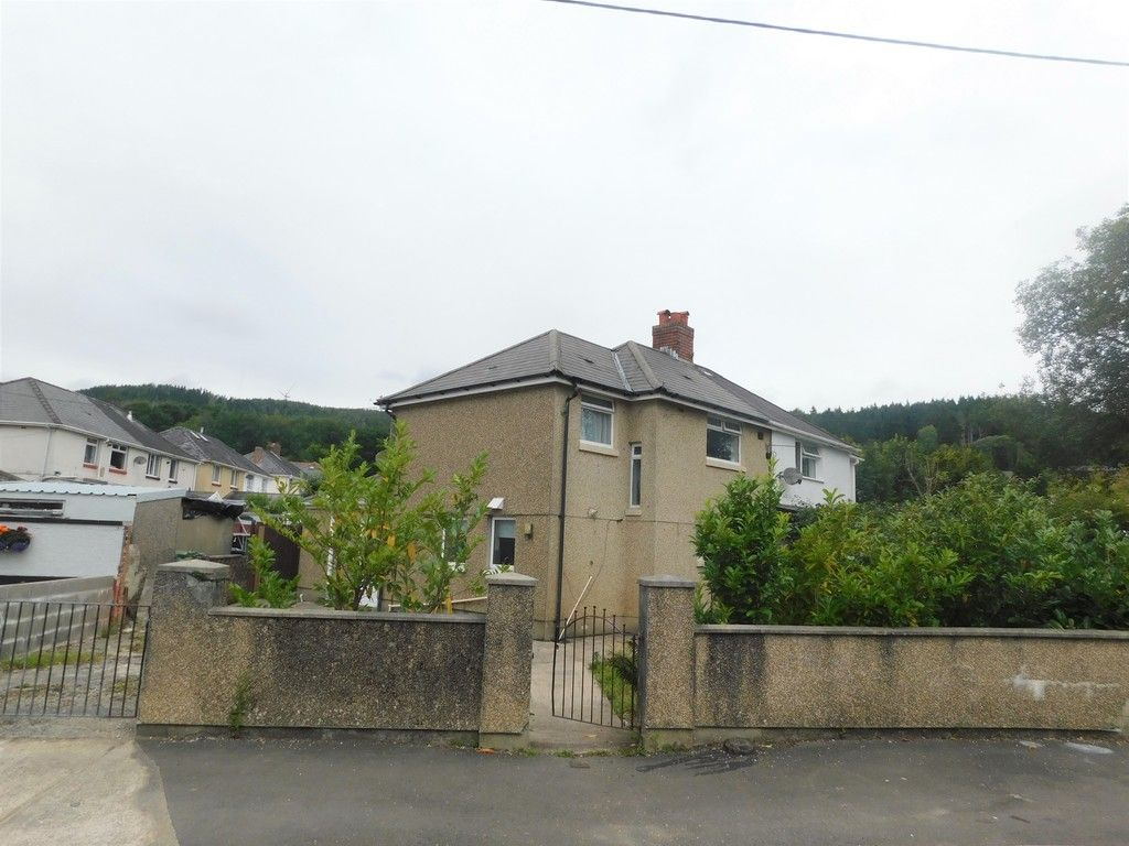 3 bed house for sale in Maes Y Pergwm, Glynneath, Neath  - Property Image 1