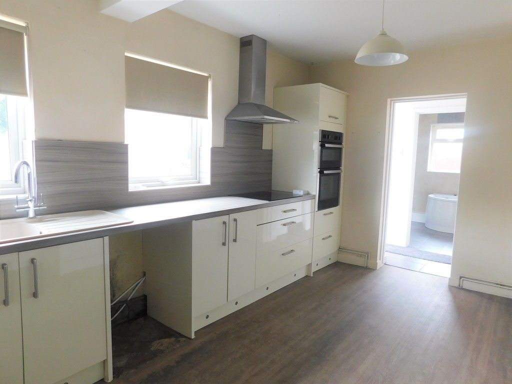 3 bed house for sale in Maes Y Pergwm, Glynneath, Neath  - Property Image 5