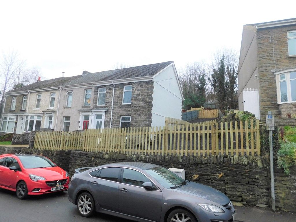 3 bed house to rent in Old Road, Neath, SA11